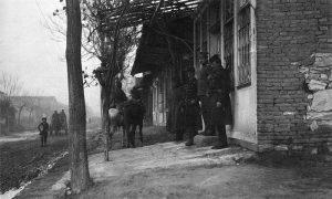 Бугарски официр испред Штаба II српске армије