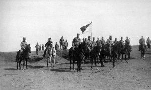 Командант 20. пешадијског пука Тимочке дивизије I позива потпуковник Јован Угриновић (у средини), са групом коњаника