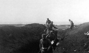 Војници 20. пука I позива демонстрирају улазак у ров