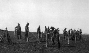 Инжењерија Тимочке дивизије I позива поставља жичане препреке