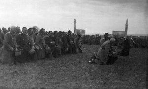 Српски свештеници држе службу за покој палих на Черномену