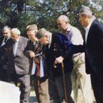 Јовановић Темељко са саборцима одаје пошту палима (фото доставио Тома Јовановић)