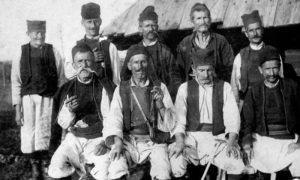 Stara fotografija starina iz sela Sirogojno, Srbija