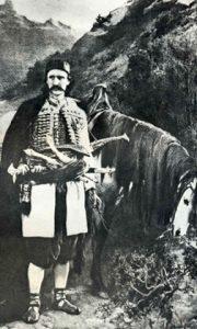 Црногорски главар са својим коњем. Слика Чермак Јарослава. Преузето са www.montenegrina.net