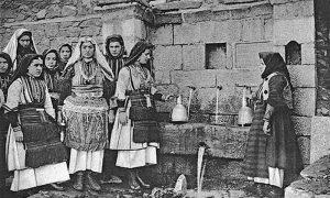 Жене из Галичника на извору, Македонија