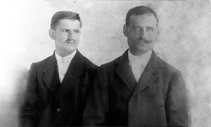 Момир Рашковић (лево ) и његов брат од рођеног стрица, Благоје Рашковић