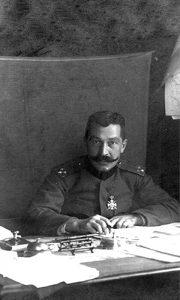 Љубомир Марић у канцеларији на Крфу