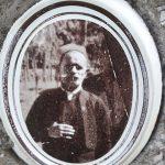 Лазарева фотографија на надгробном споменику