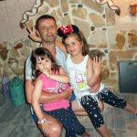 Зоран са ћеркама